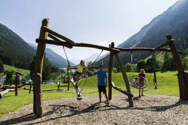 Marmot_adv_play_Austria_1