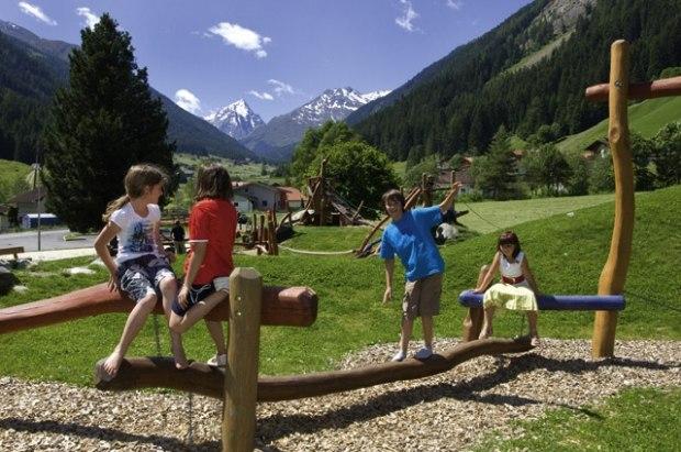 Marmot_adv_play_Austria_2