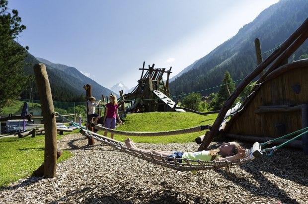 Marmot_adv_play_Austria_3